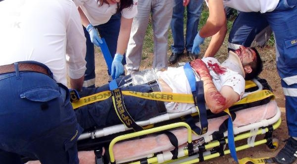 Kaza Yapan Otomobilde Sıkışan Kardeşleri İtfaiye Kurtardı