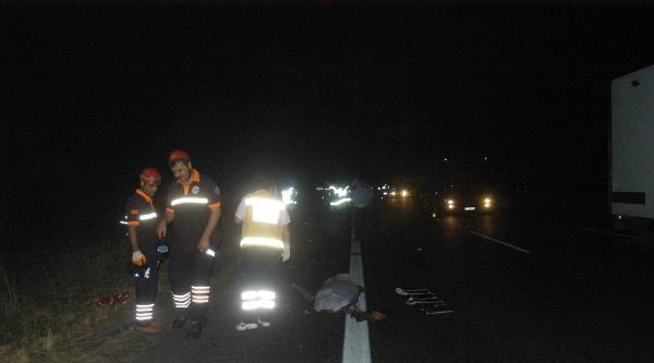 Kaza Yerinden Kaçan Sürücüyü Kırık Far Parçaları Yakalattı