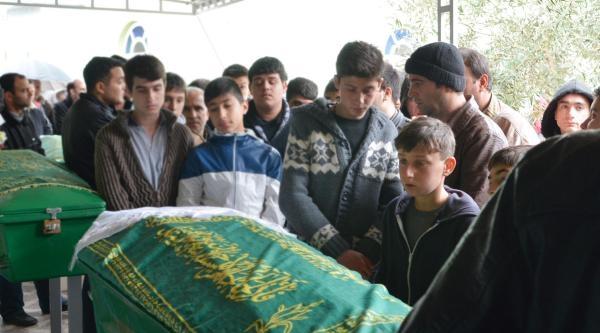 Kazada Ölen 4 Kişi Gözyaşlarıyla Uğurlandı