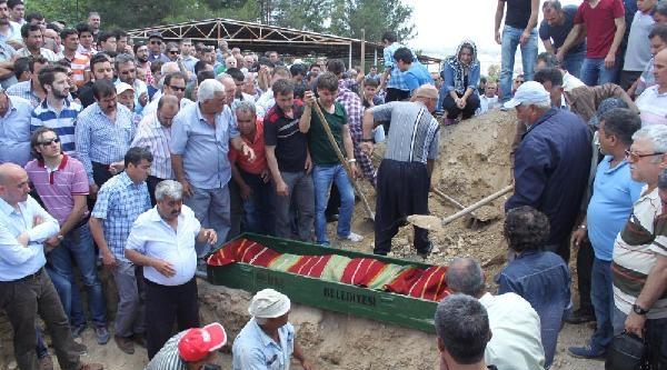 Kazada Ölen İki Kardeş Toprağa Verildi