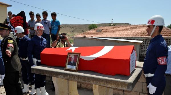 Kazada Ölen Uzman Çavuş Gözyaşları Arasında Toprağa Verildi