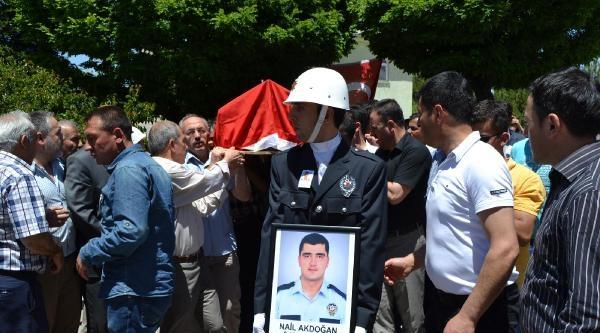 Kazada Şehit Olan Polis Toprağa Verildi