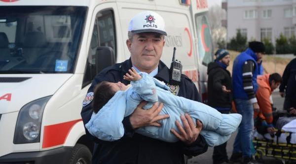 Kazada Yaralanan Bebeğe Polis Şefkati