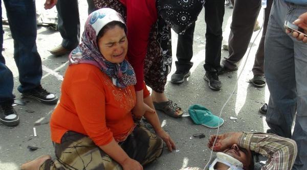 Kazada Yaralanan Eşini Yerde Görünce Feryat Etti
