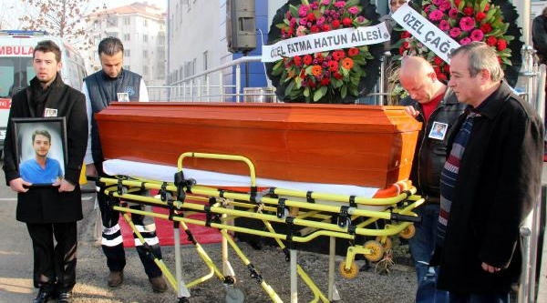Kazada Yaşamini Yitiren Uğur, Arkadaşlarini Ağlatti