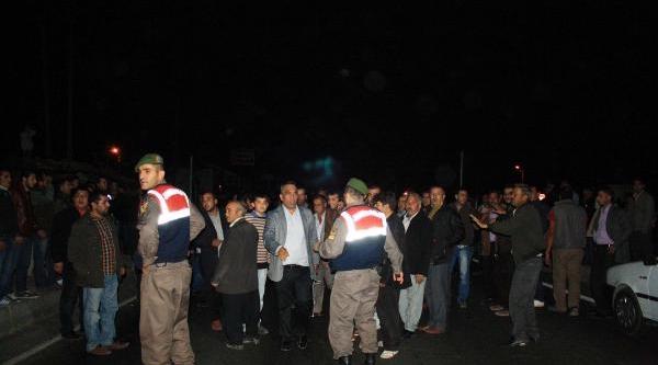Kazalara Tepki Gösteren Halk D-400 Karayolunda Eylem Yapti