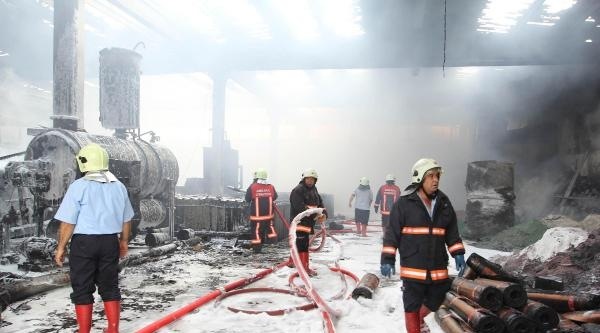 Kazan'da Isi Yalıtım Fabrikası Yandı