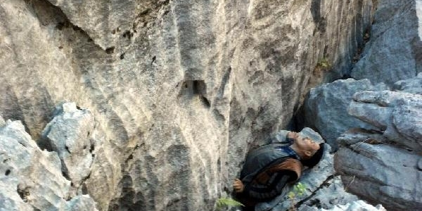 Keçisini Kurtarmaya Çalişirken 30 Metreden Düşüp Öldü