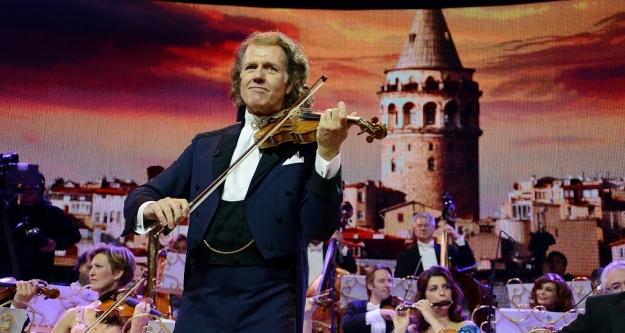 Kemanın Gülen Yüzü, Dünyaca Ünlü Müzisyen ve Orkestrası İstanbul'a yeniden geliyor! Biletler tükenmeden alın....