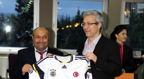Kemik İliği Hastalarına Fenerbahçeli Futbolculardan İmzali Forma
