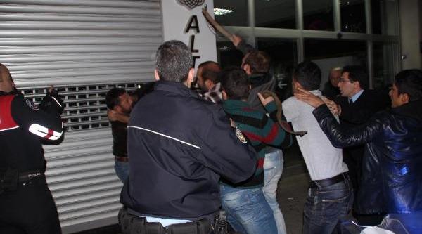 Kent Merkezinde Slogan Atip Protesto Gösterisi Yapti (2)