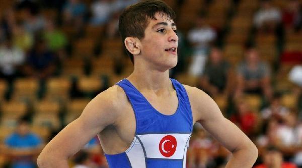Kerem Kamal, Yıldızlar Dünya Güreş Şampiyonasi'nda Altın Madalya İçin Rus Sporcu İle Karşılaşacak