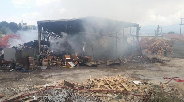 Kereste Fabrikası Alev Alev Yandı