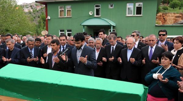 Kılıçdaroğlu, Amcasını Son Yolculuğuna Uğurladı