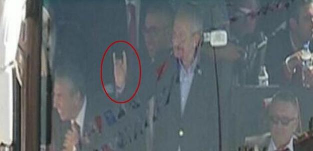 Kılıçdaroğlu bozkurt işareti yaptı!