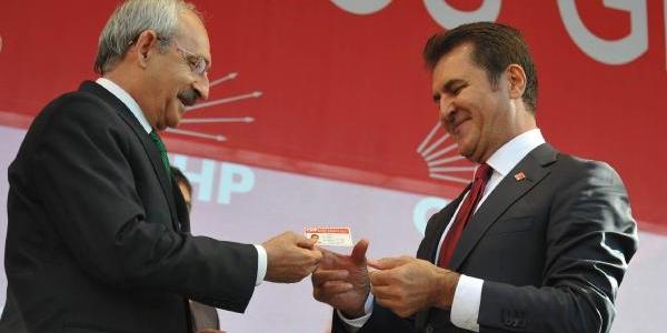 Kiliçdaroğlu, Sarigül'e Chp Rozeti Takip Üye Kimlik Kartini Verdi (1)