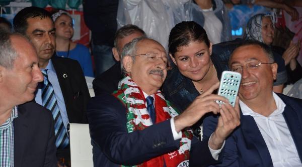 Kılıçdaroğlu, Selfie Çektirdi