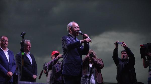 Kılıçdaroğlu Yağmur Altında Volkan Konak'ı Dinledi