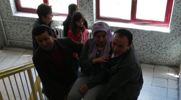 Kılıçdaroğlu'nun Da Oy Kullanacağı Arjantin İlkokulu'nda Vatandaşlar Koridorlarda Kuyruk Oluşturdu