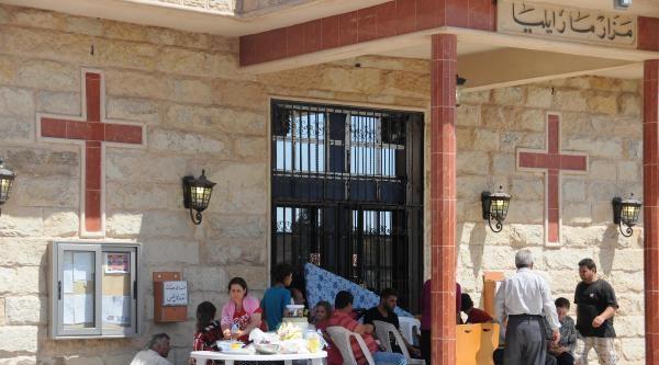 Kilise Ve İçindeki Okul Mülteci Kampına Döndü