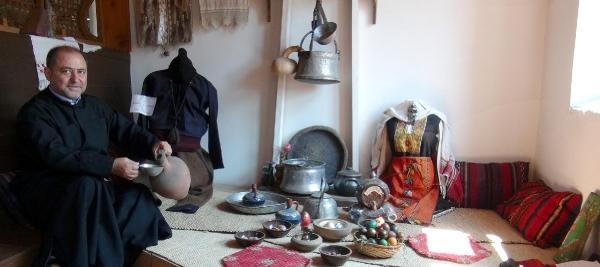 Kilisenin Bir Bölümünü Osmanlı Dönemine Ait Eşyalarla Donattı