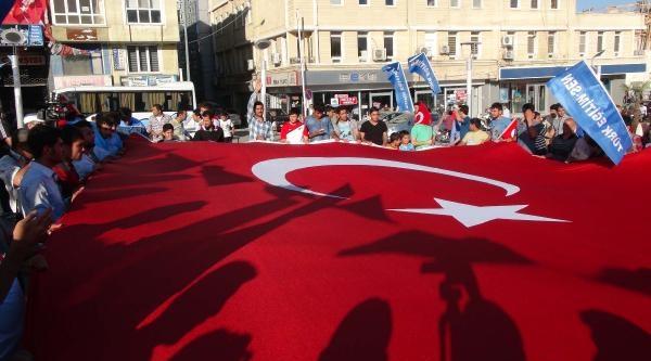 Kilis'te Bayrağın İndirilmesi Protesto Edildi