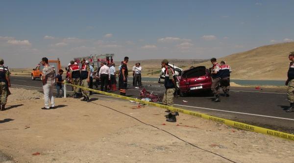 Kilis'te Minibüs İle Otomobil Çarpişti: 4 Ölü (2)