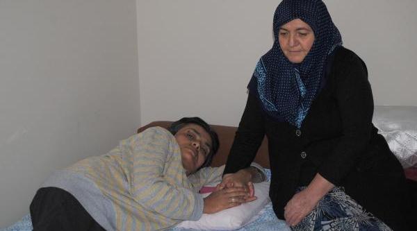Kimsesiz Kadin, Ameliyat Olup Felçten Kurtulmak Istiyor