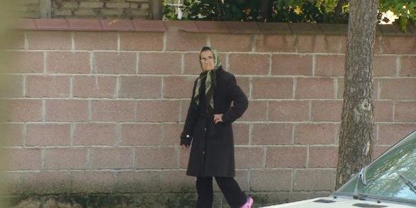 Kiracisinin Otorduğu Ev Yanarken Seyretti, Gözaltina Alindi