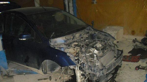 Kiralık Otomobili Parçalarken Yakalandılar