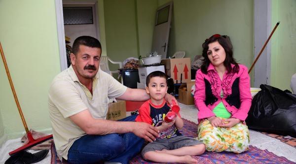 Kirayı Ödeyemeyen Aile İnşaat Halindeki Eve Sığındılar