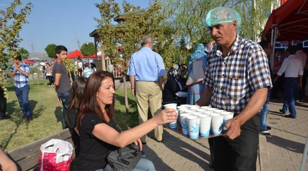 Kırıkkale Üniversitesi'ne Kayıtta Çorba Ve Çay İkrami