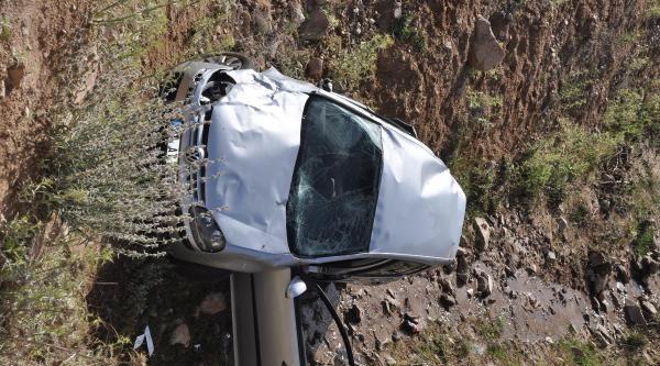 Kırıkkale'de Otomobil Dereye Uçtu: 1 Ölü, 1 Yaralı