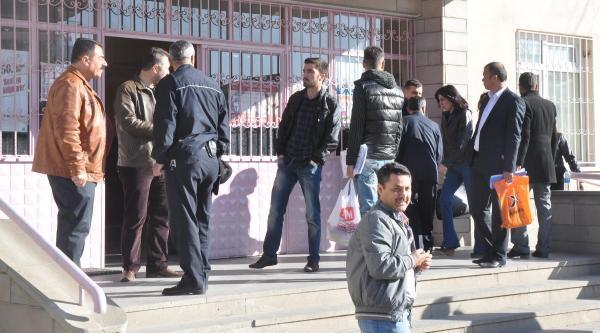 Kırıkkale'de Vali Ve Belediye Başkan Adayları Oyunu Kullandı