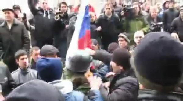 Kırım'da Gösteri Yapan Tatarlar Ve Ruslar Arasında Kavga