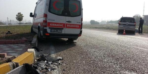 Kirkağaç'Ta Sis Kazaya Neden Oldu
