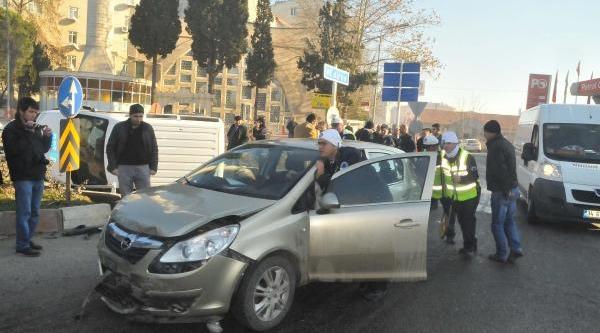 Kirklareli'Nde Otomobil, Polis Otosuna Çarpti: 1 Yarali