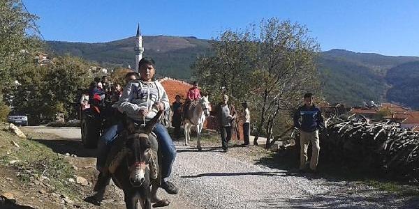 Kiş Geldi, Öğrenciler Traktörle Okula Gidiyor