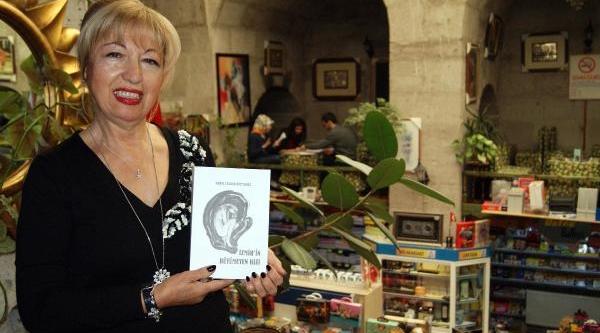 Kitabinda Dibe Vuran Kadinin Nasil Ayağa Kalktiğini Anlatti