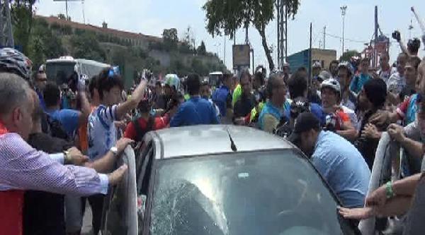 Kızgın Sürücü Bisikletçilerin Arasına Daldı, 2 Bisikletçi Yaralandı
