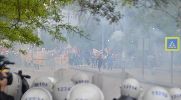 Kızılay'a Yürümek İsteyen Gruba Polis Müdahalesi (1)