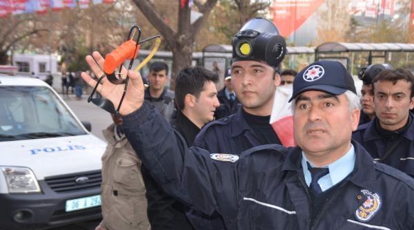 Kızılay'daki 'berkin Elvan' Eylemine Polis Müdahale Etti