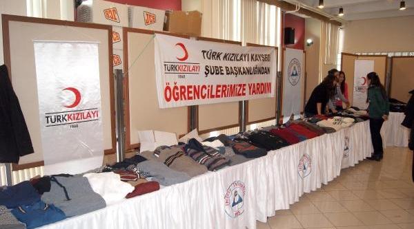 Kizilay'Dan Üniversite Öğrencilerine Giyim Yardimi