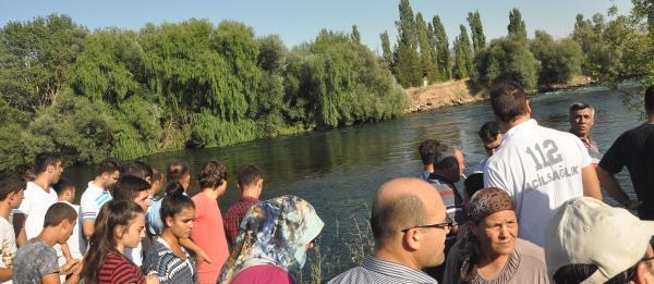 Kızılırmak Nehri'ne Düşen Afgan Uyruklu 2 Genç Kayboldu