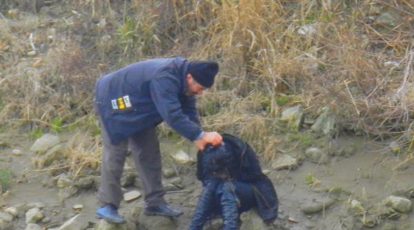 Kızılırmak'a Atlayan Kızı, Çevredekiler Kurtardı