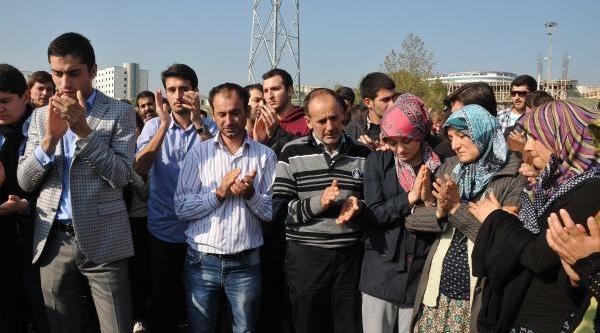 Kizinin Kazada Öldüğü Yerde Eylem Yapti