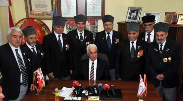 Kktc Cumhurbaşkanı Eroğlu Şehit Ailelerini Ve Gazileri Ziyaret Etti