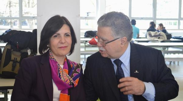 Kktc Meclis Başkanı Siber Londra'da Türk Okulunu Ziyaret  Etti