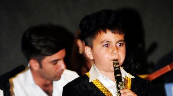 Klarnet Çalan 6 Yaşındaki Azeri Atahan Alkışlandı