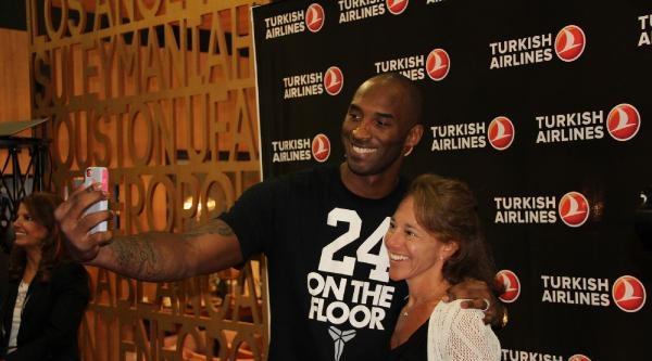 Kobe Bryant'ı Ağırlayan Thy Standı İlgi Odağı Oldu / Ek Fotoğraflar
